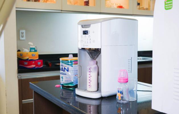 máy pha sữa tự động